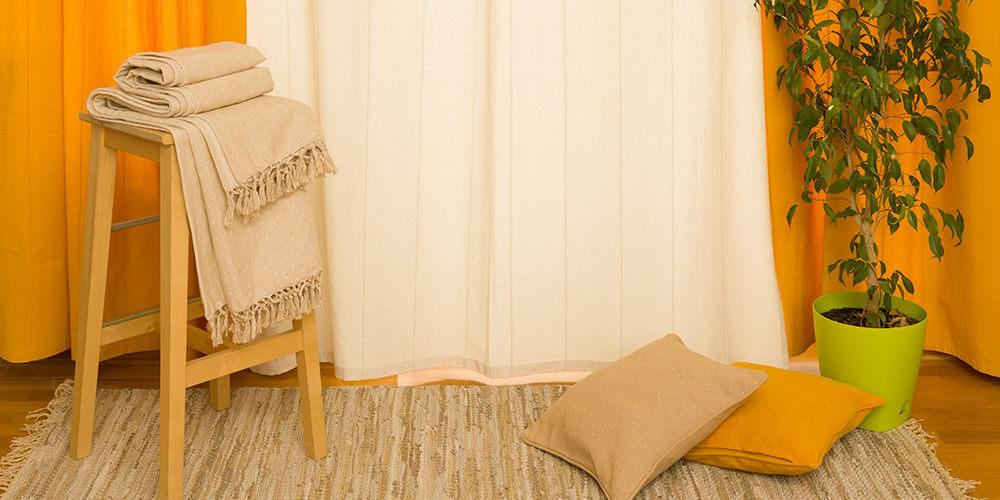 Odabir zavesa za dnevnu sobu - bež zavesa