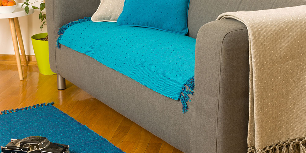Plavi prekrivaci i prostirke za krevet